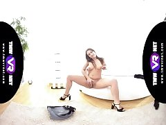TmwVRnet - Ellen Betsy - Steamy Solo of the Hot Busty Babe in Tight Shorts